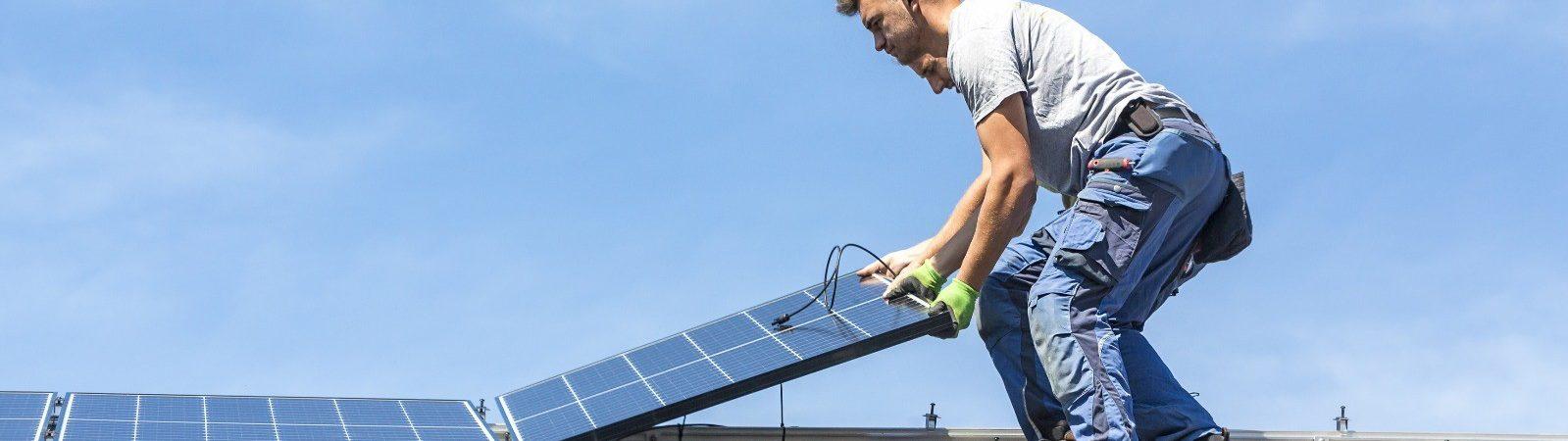 Installation eines Photovoltaik-Solarpanelsystems