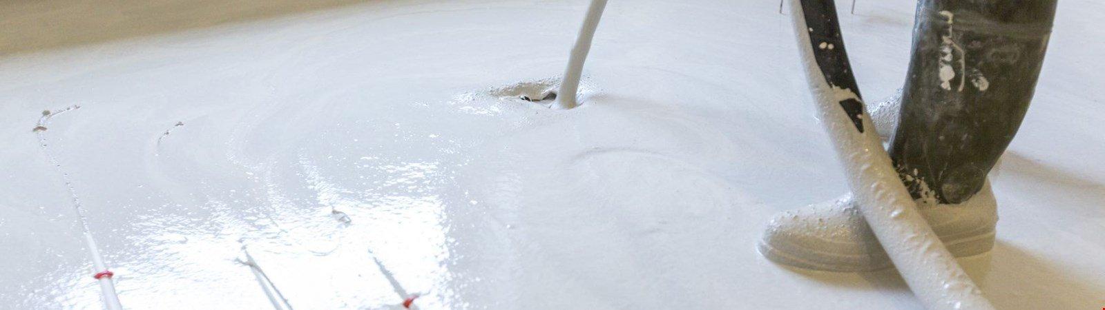 Fußbodenheizung nachrüsten: Die Flächenheizung als attraktive Sanierungslösung